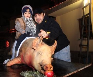 Dan Bursuc a taiat porcul alaturi de cei dragi